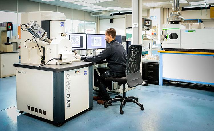 Microscopio elettronico a scansione SEM EDS