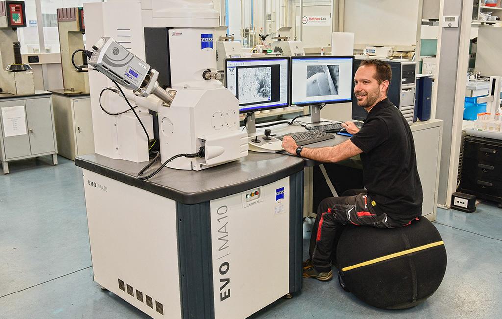 Tecnico MotivexLab in laboratorio