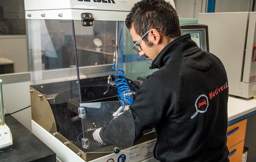 Cleanliness Test eseguito dal Tecnico di Laboratorio Specializzato